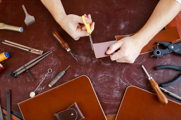 klippe læderstykker sammen
